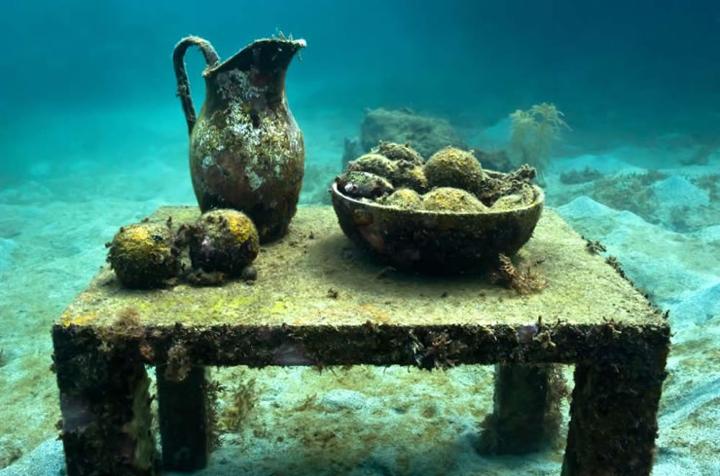 jason-de-caires-taylor-underwater-sculptures-the-un-still-life-grenada-west-indies-2