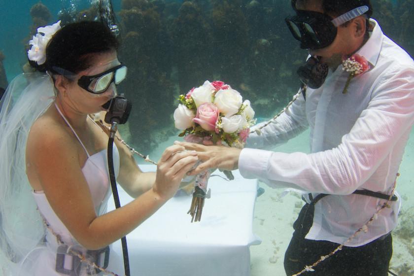 Bodas-bajo-el-agua-en-Cancún-experiencia-inolvidable-840x560